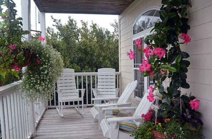 Front-Porch-on-Sunset-Inn