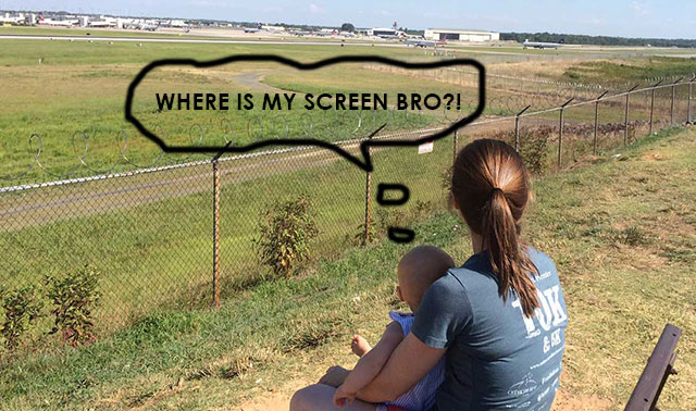 baby-at-airport-overlook