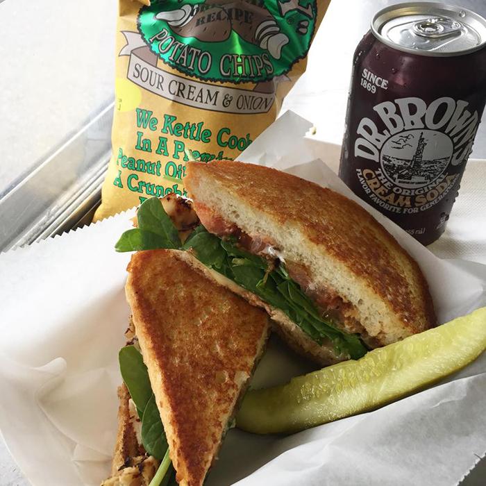 curbside-deli-truck-sandwich