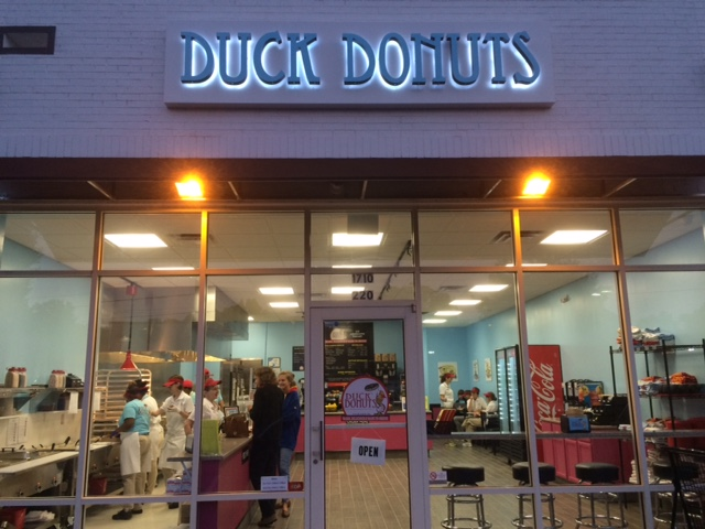 outside duck donuts kenilworth commons