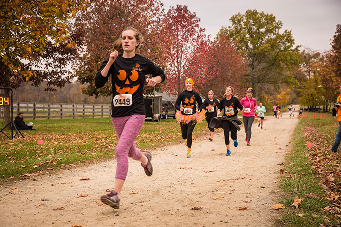 runners in pumpkin shirts