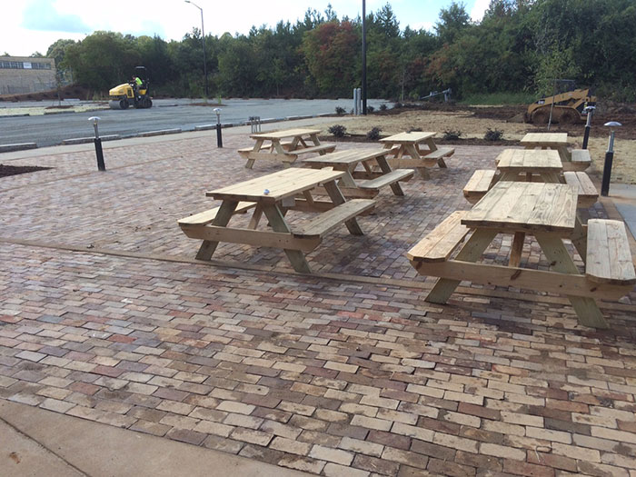 noda-brewing-outside-picnic-tables
