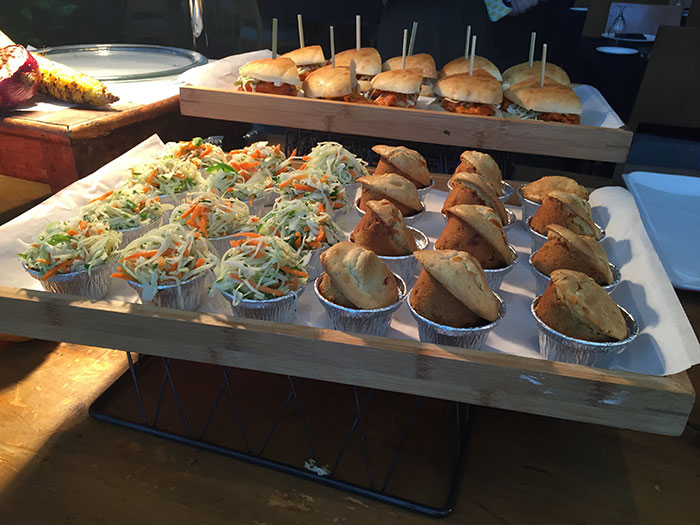 hornets-slaw-and-bread
