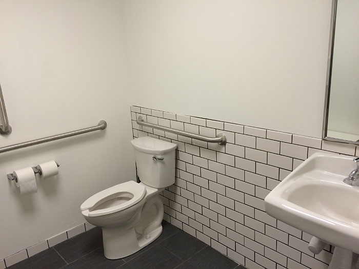 bathroom-advent-coworking