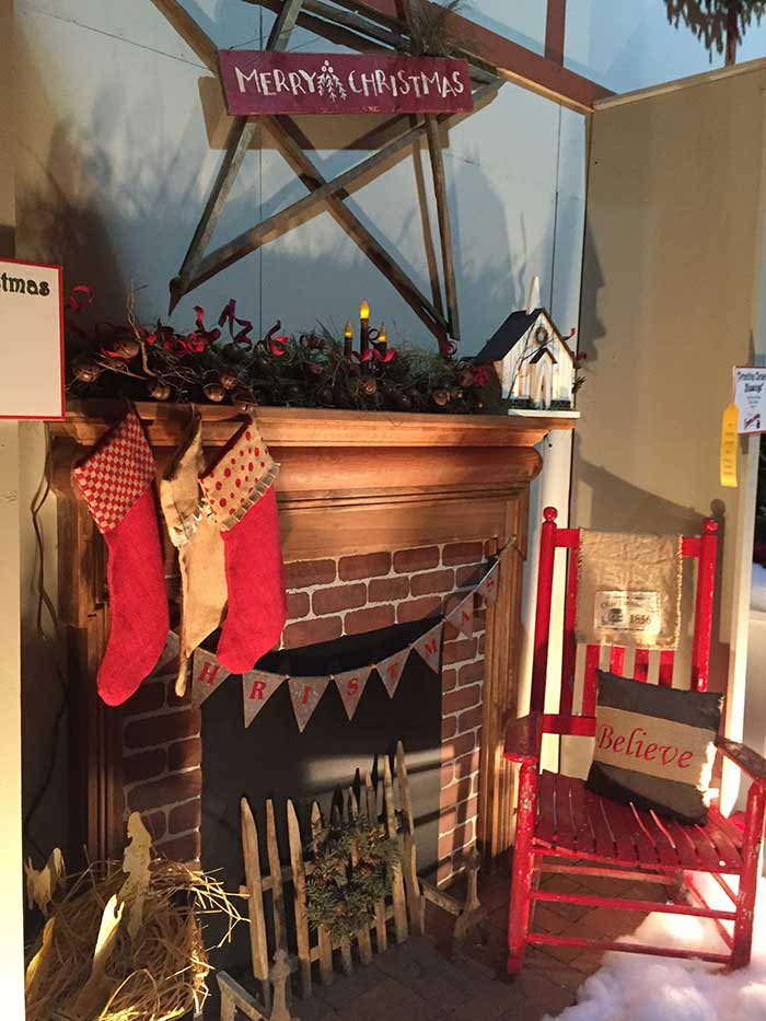 southern-christmas-show-mantle