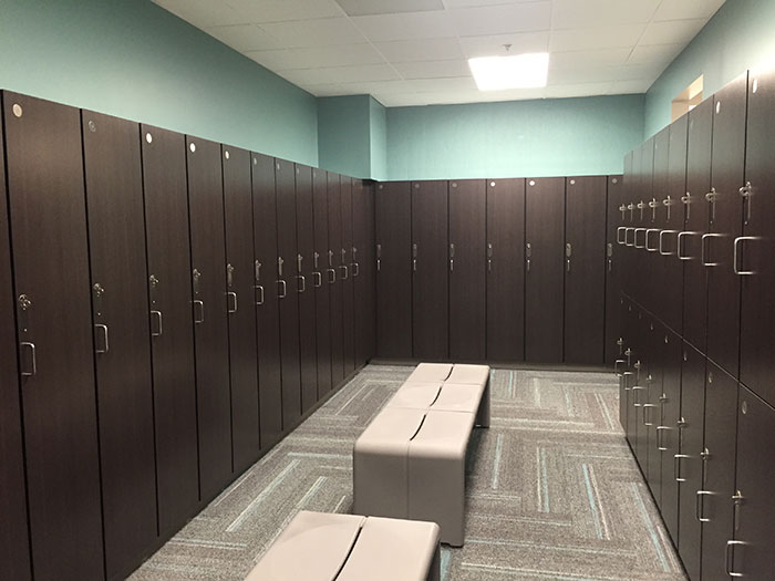 saras-y-locker-room