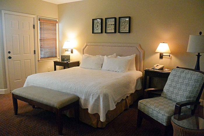 Oceanside-King-Guest-Room-at-Sanderling