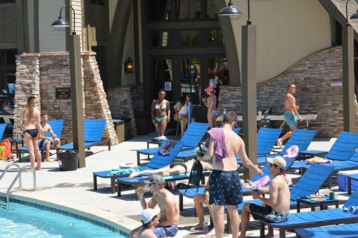 arcadia-apartment-pool-party