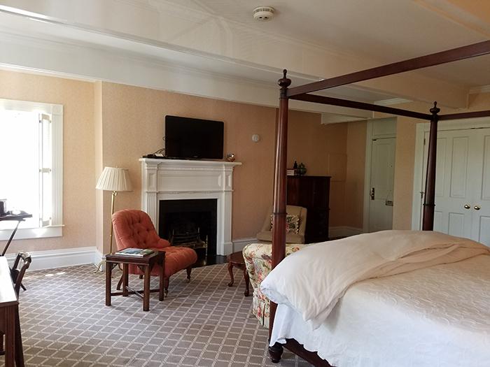 Willcox-hotel-bedroom