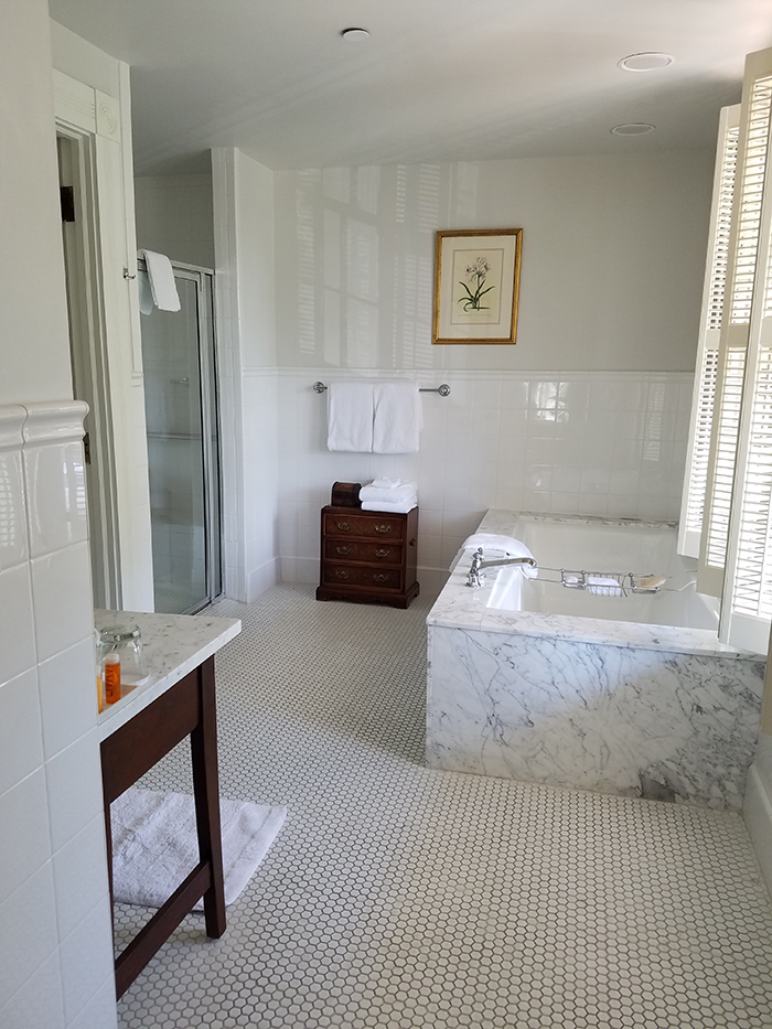willcox-hotel-bathroom