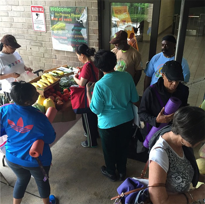 mobile-market-at-simmons-ymca