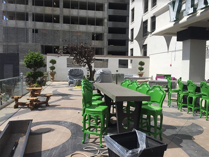 ink-n-ivy-patio