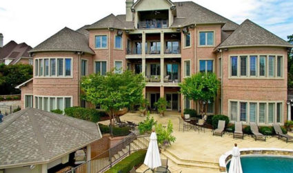 $3.6 million house on golf course comes with gourmet kitchen, elevator and… dance floor?