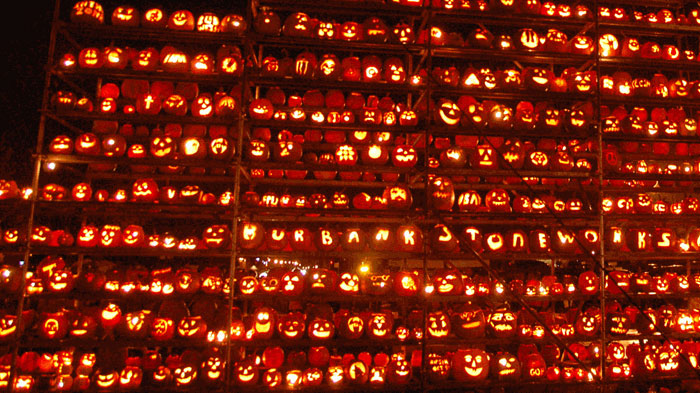 pumpkin-wall-lit