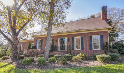 Very well maintained 1.5 story home in Myers Park