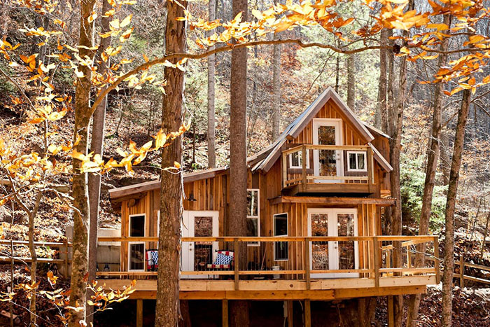 sugar-creek-treehouse-with-hot-tub-green-mountain