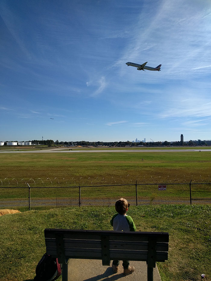 toddler-at-airport-overlook