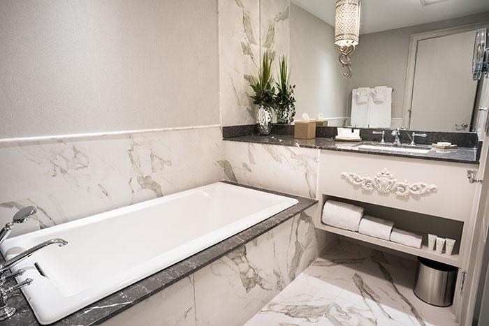 iveys-hotel-bathroom