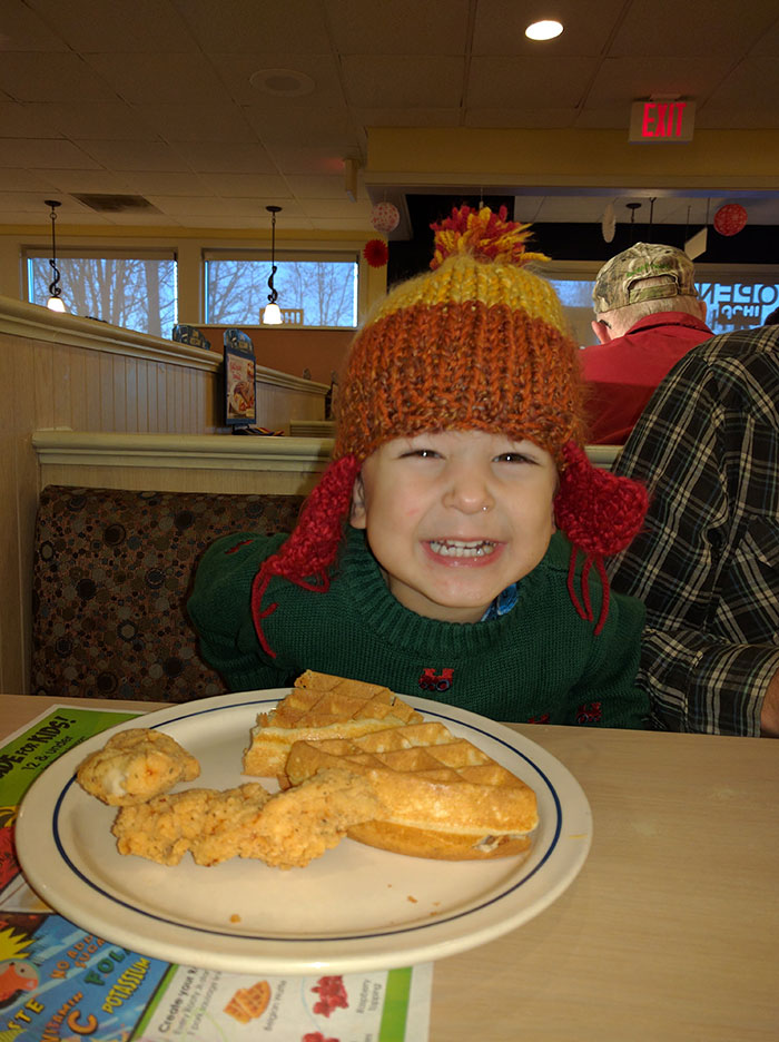 toddler-at-IHOP