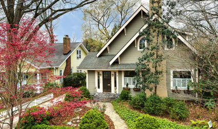 Home of the day: Large family home with all the charm of living in Dilworth / 5bd,3ba / $795,000