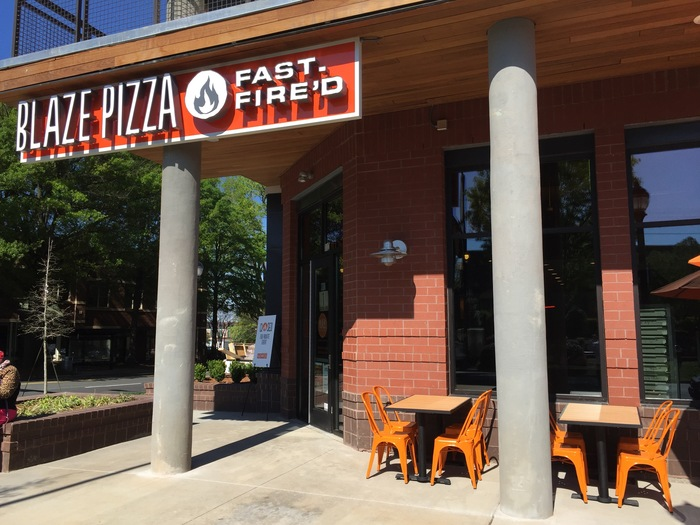 blaze_pizza_entrance