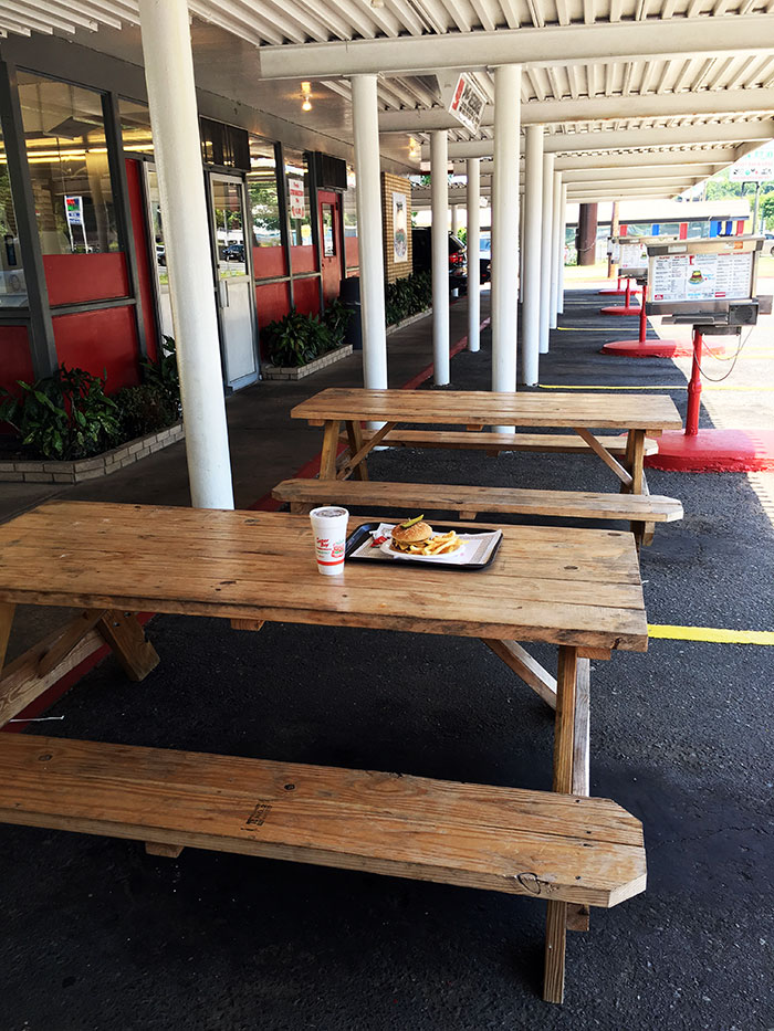 picnic-tables-at-south-21-drive-in-charlotte-burgers