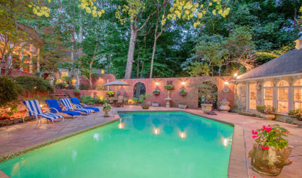 Perfect floor plan and backyard for entertaining friends and family