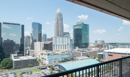 Home of the day: Uptown condo with 180-degree views / 1bd,1ba / $325,000