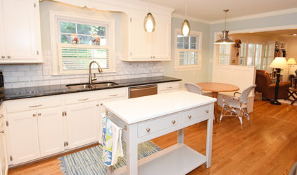 Spacious Cotswold ranch with beautifully updated kitchen and bathrooms
