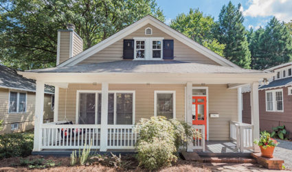 Home of the day: Charming Elizabeth bungalow with 10′ ceilings /...