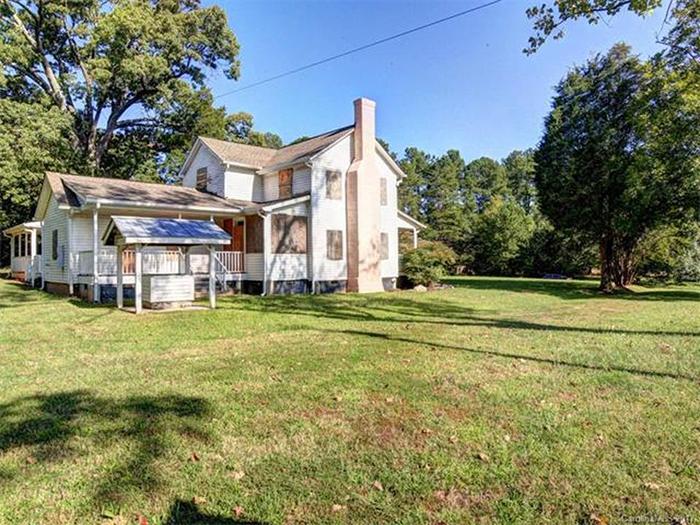 backyard-historic-home-for-sale