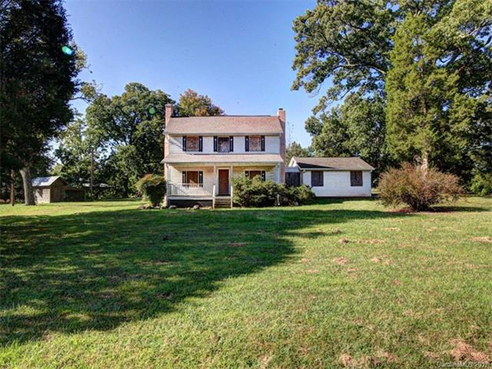 front-of-historic-home-for-sale