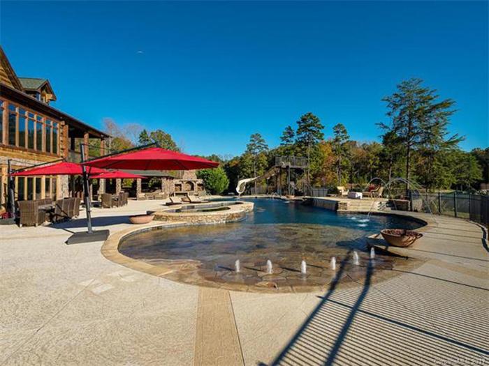 pool-on-estate