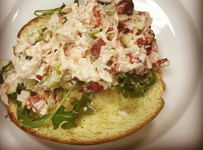 the-palm-lobster-roll
