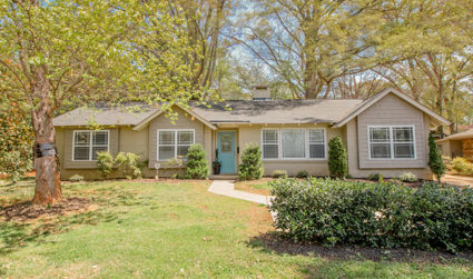 Home of the day: Expansive remodeled ranch in Barclay Downs with private backyard / 3bd,2ba / $339,00