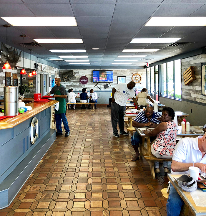 inside-dining-area-po-boys-seafood-charlotte