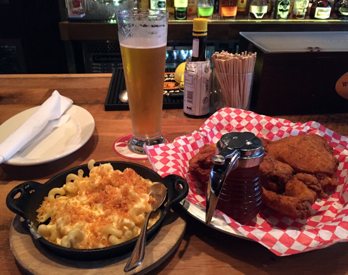 mac-and-cheese-and-chicken-at-the-eagle-restaurant
