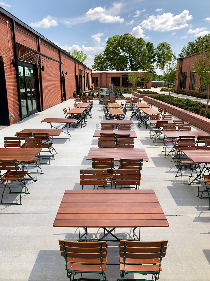 outdoor-patio-brewers-at-4001-brewery