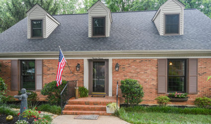 Beautifully updated home with wooded backyard in Stonehaven / 5bd,3.5ba / $498,400