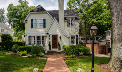 Chic design with high-end touches in Myers Park / 5bd,2.5ba / $1,425,000