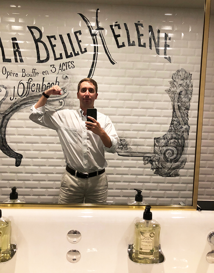 selfie-mirror-at-la-belle-helene-charlotte-restrooms-restaurant