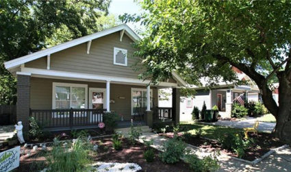 Updated bungalow with outdoor entertaining area in Villa Heights / 2bd,2ba / $384,500