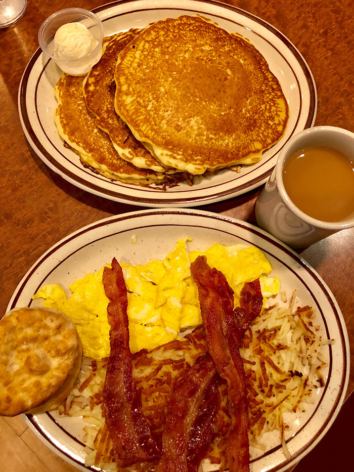 giant-breakfast-at-tryon-house-in-charlotte