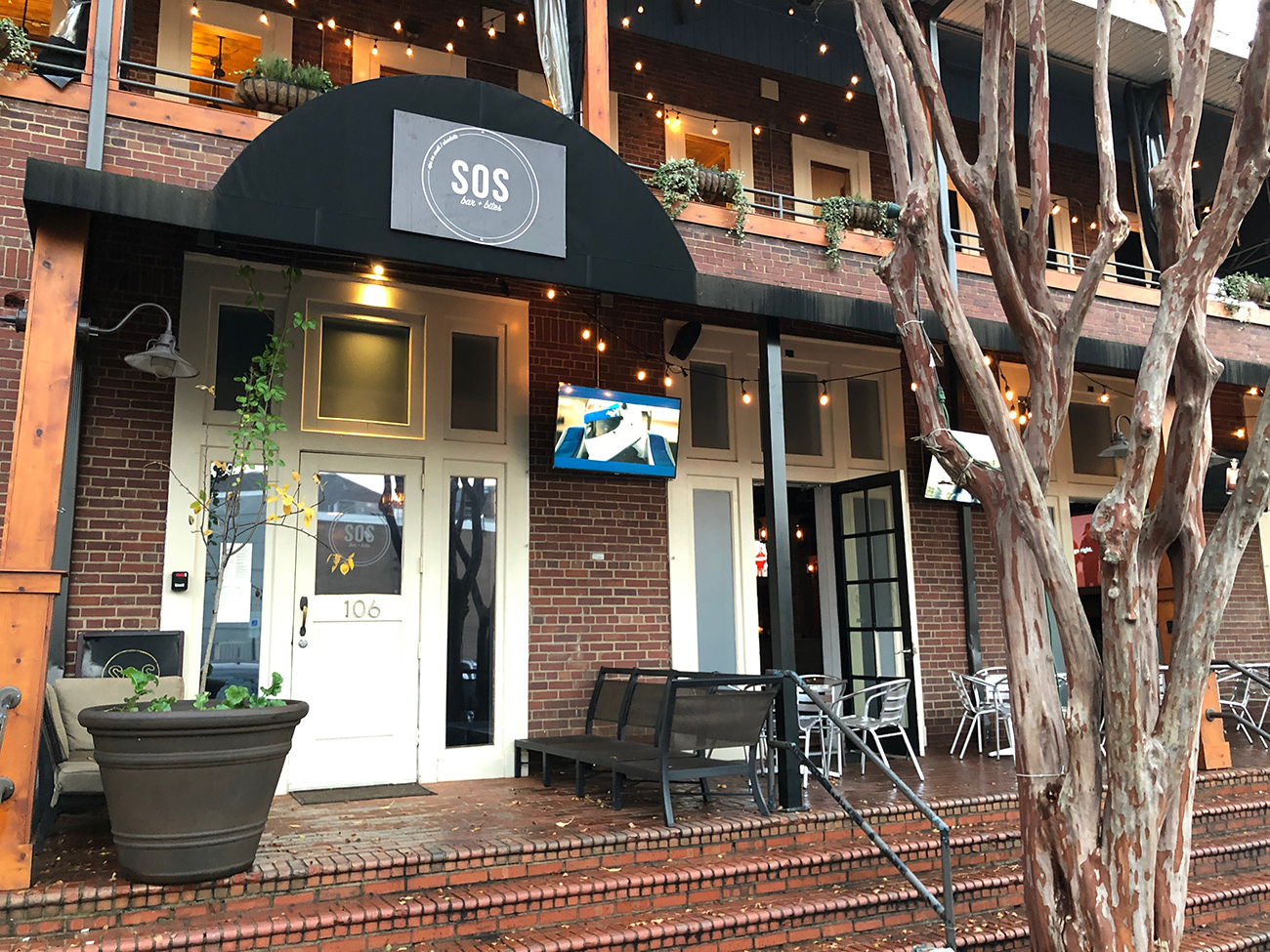 Sips on South now open and bringing all-you-can-eat crab legs to South End