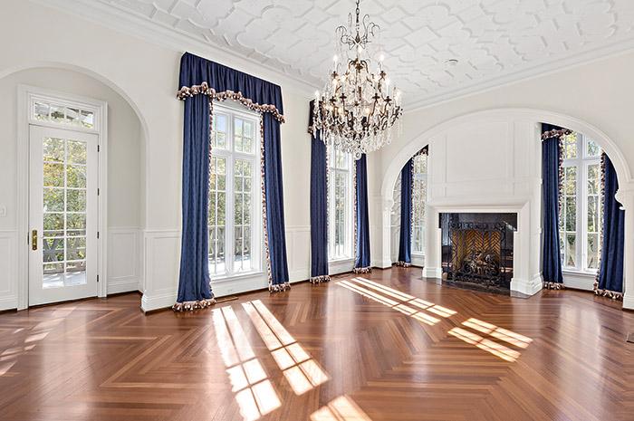 2019 Craigmore Drive living room