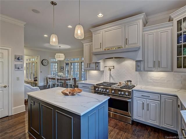 2541 Portland Ave. kitchen