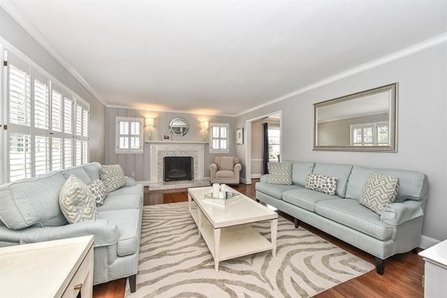 218 Mcalway Road living room