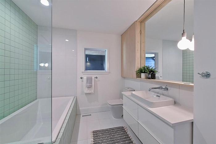 1825 Merriman Ave. bathroom