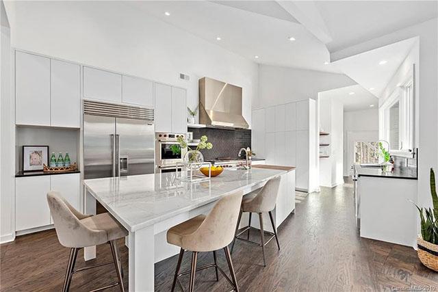 2929 Belvedere Ave. kitchen