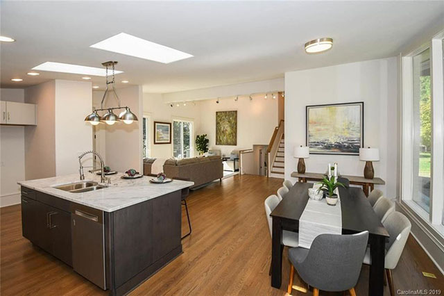 411 Landsdowne Road kitchen:living room